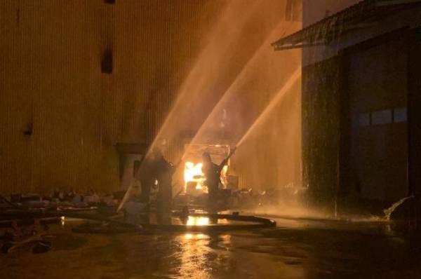 Пожар на складе на юго-востоке Москвы вырос до двух тысяч квадратных метров