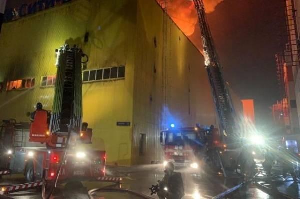 Пожарные ликвидировали крупное возгорание на складе на юго-востоке Москвы