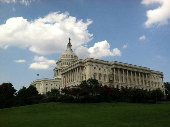 Член Конгресса США провела ночь у Капитолия, требуя продлить мораторий на выселение