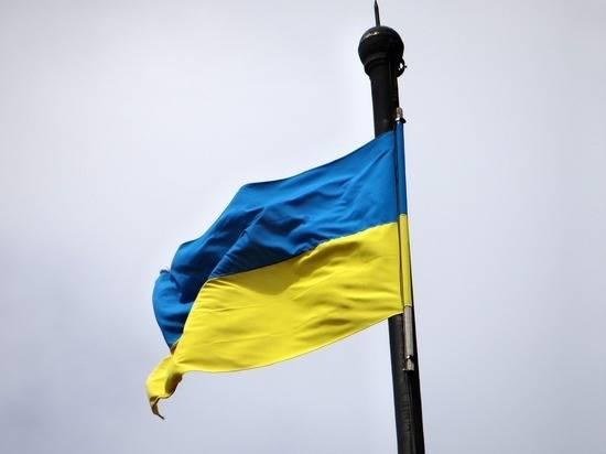 Мэр украинского города облил грязной водой депутата партии Зеленского