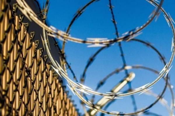 В Ангарске заключенный с заточкой напал на сотрудника колонии