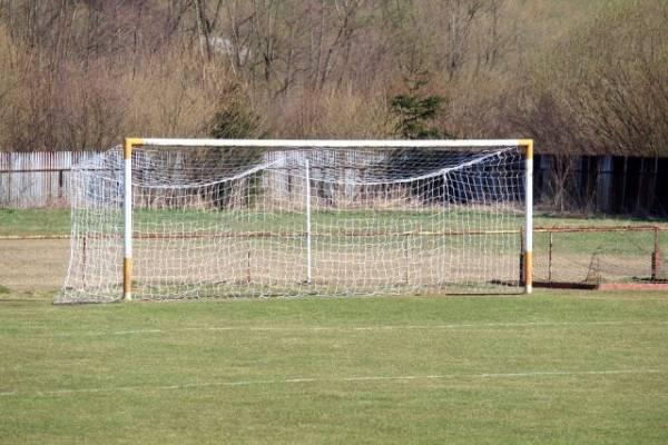 В Ноябрьске мальчик получил травмы после падения на него футбольных ворот