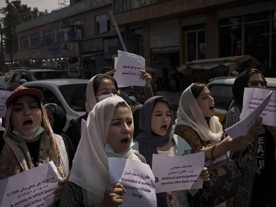 Талибы разрешили женщинам работать в общественных туалетах