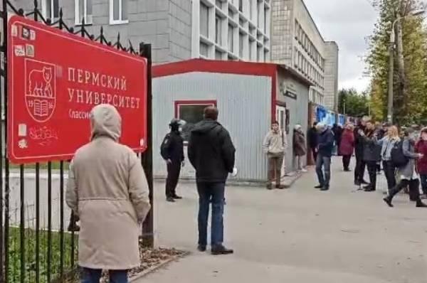 Власти выплатят по миллиону рублей семьям погибших при стрельбе в Перми