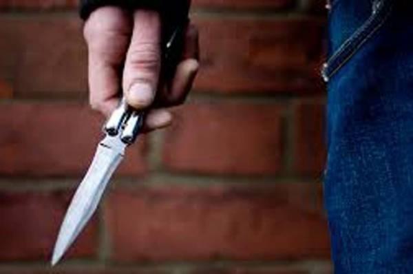 В Красноярске мужчина с ножом напал на двух подростков