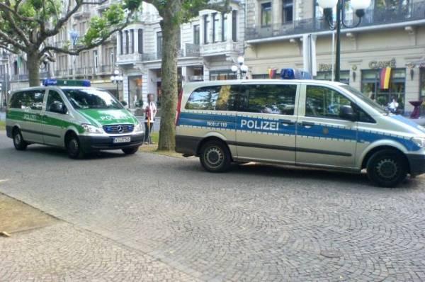 В Германии вооруженный мужчина взял в заложники пассажиров автобуса - СМИ