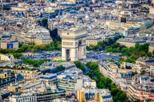 Во Франции выдвинули обвинения против стрелявшего в Париже гражданина РФ