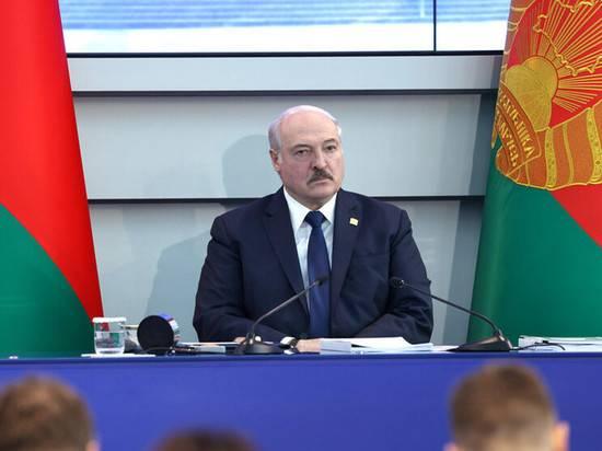 """Лукашенко заявил о """"гуманитарной катастрофе"""" на границе с Евросоюзом"""