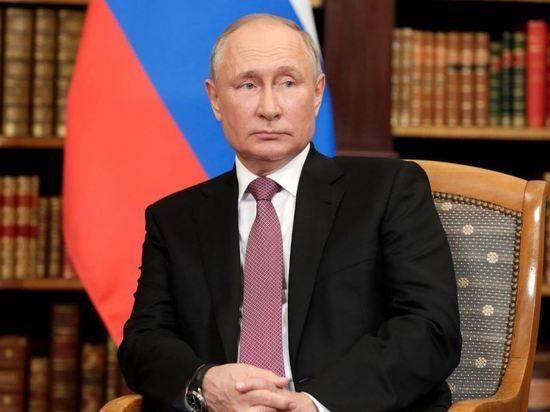 Путин поручил установить госрегулирование информации для детей в интернете