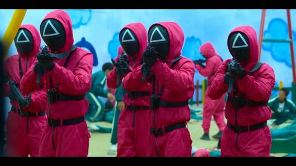 """Главный хит сезона: Обзор кровавого сериала """"Игра в кальмара"""" от Netflix"""