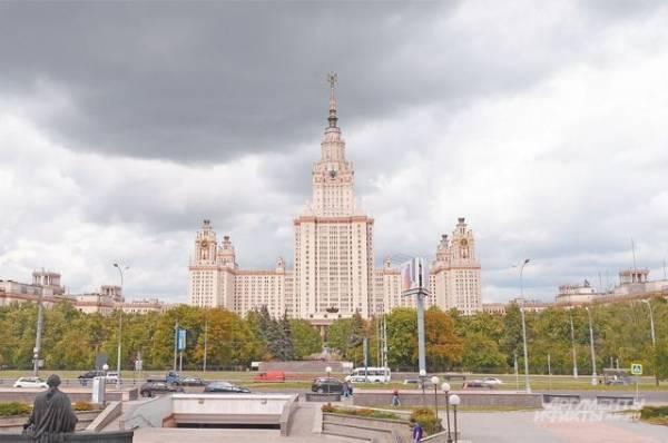 СМИ: студент МГУ погиб после падения из окна общежития